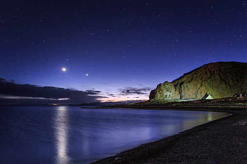 Solar System「Venus and Jupiter dance in the evening twilight over Lake Namtso, Tibet, China.」:スマホ壁紙(8)