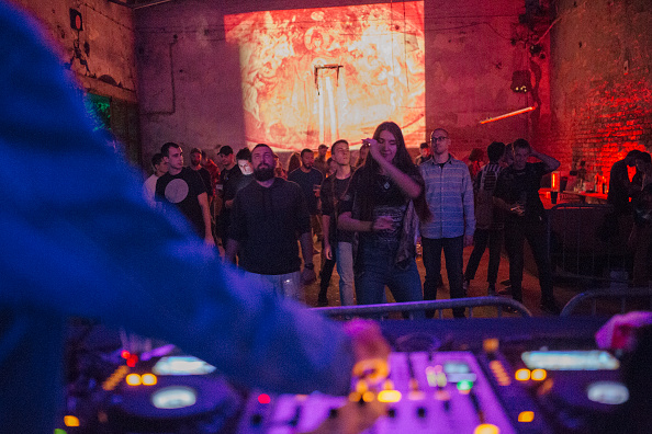 Vladimir Zivojinovic「Europe Reins In Nightlife To Curb Covid-19 Surge」:写真・画像(10)[壁紙.com]