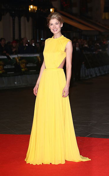 Yellow Dress「Jack Reacher - World Premiere - Red Carpet Arrivals」:写真・画像(11)[壁紙.com]