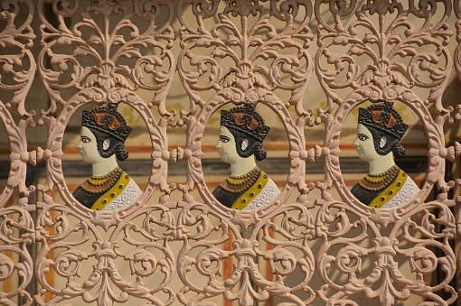 Rajasthan「Queen Victoria, cast iron railings to a Haveli」:スマホ壁紙(12)
