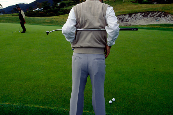 Putting Green「Japan - Hakone - a man stretches on a golf course」:写真・画像(11)[壁紙.com]