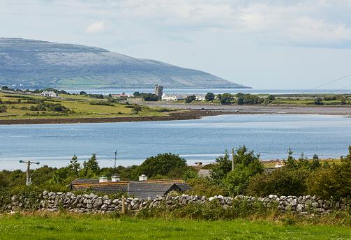 ビーチ「Coastal skyline of County Mayo」:スマホ壁紙(2)