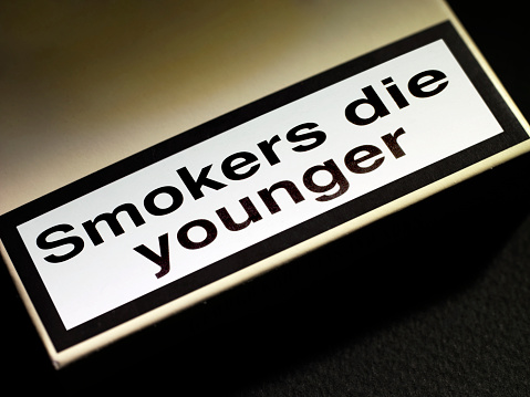 No Smoking Sign「smokers die younger」:スマホ壁紙(13)