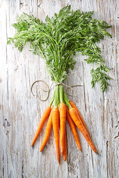Bunch of carrots on wood:スマホ壁紙(壁紙.com)