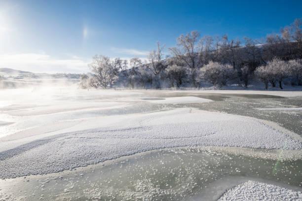 Ice surface of  lake:スマホ壁紙(壁紙.com)