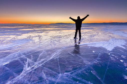 4K解像度「バイカル湖の氷の表面」:スマホ壁紙(16)