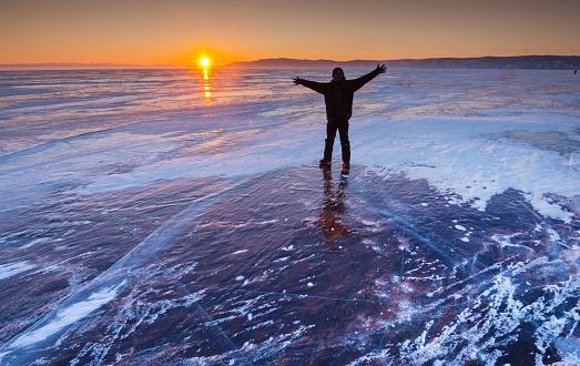 4K解像度「バイカル湖の氷の表面」:スマホ壁紙(15)