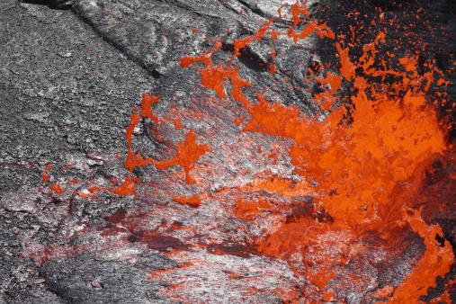 Basalt「February 8, 2008 - Lava bubble bursting through crust of active lava lake, Erta Ale volcano, Danakil Depression, Ethiopia.」:スマホ壁紙(6)