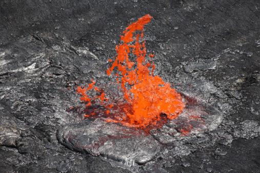 Basalt「February 8, 2008 - Lava bubble bursting through crust of active lava lake, Erta Ale volcano, Danakil Depression, Ethiopia.」:スマホ壁紙(7)
