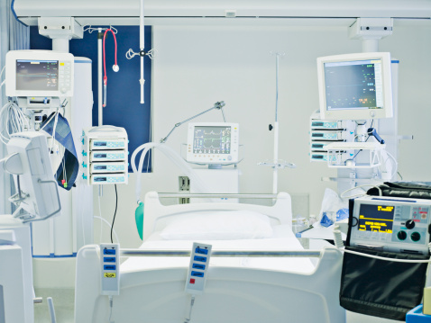 Medicine「Empty hospital bed in intensive care」:スマホ壁紙(10)