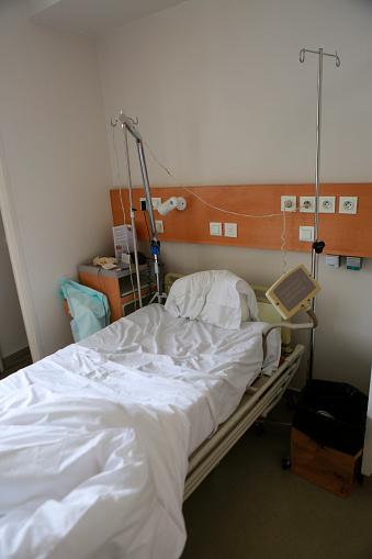 Pillow「Empty hospital bed」:スマホ壁紙(7)