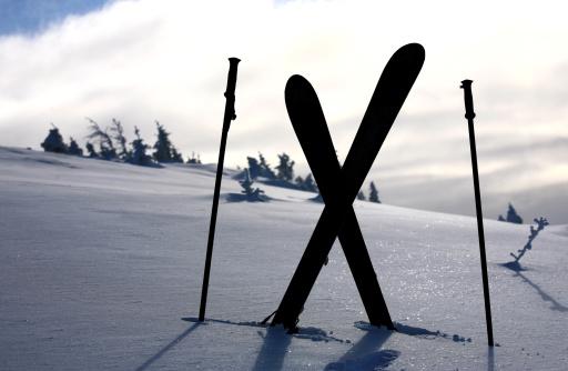 スキーストック「スキーおよび極シルエット」:スマホ壁紙(3)