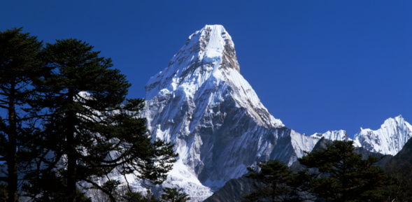 Ama Dablam「Everest framed by trees as seen from Synboche. Everest, Synboche, Ama Dablam, Nepal.」:スマホ壁紙(13)