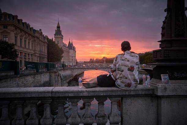 Paris Gripped In A Pandemic Heatwave:ニュース(壁紙.com)