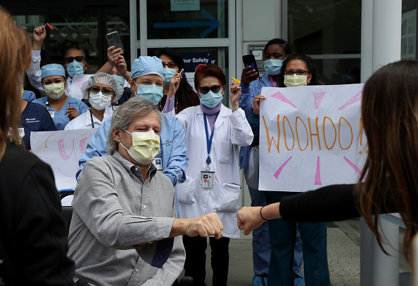 Textured「San Francisco Hospital Holds Ceremony For Covid-19 Recovery Patient」:写真・画像(0)[壁紙.com]