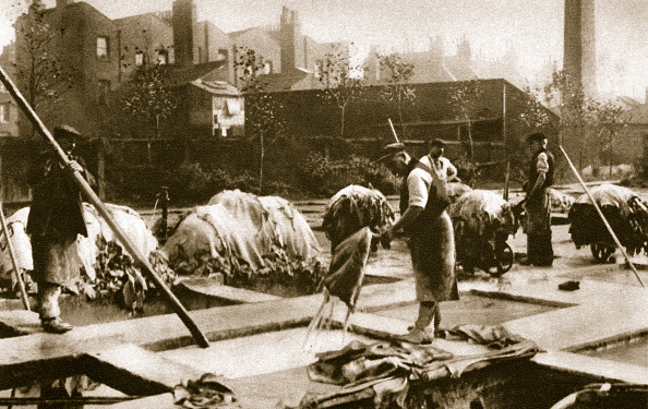 Wet「Making Leather In The Lime Yard At Neckinger Mills London 20th Century」:写真・画像(16)[壁紙.com]