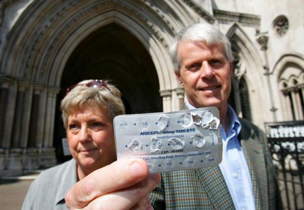 Waiting「Judgement Given On NHS Restrictions On Alzheimer's Drugs」:写真・画像(10)[壁紙.com]