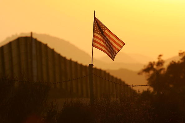 Wilderness Area「US-Mexico Border Fence Impacts Borderlands Environment」:写真・画像(1)[壁紙.com]