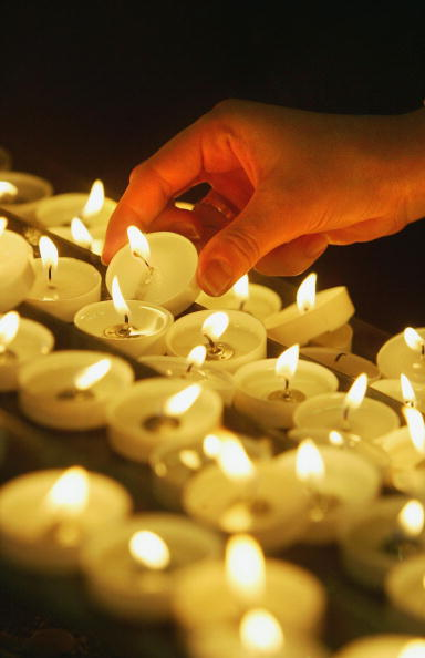 Candlelight「Catholics Hold Prayers In Honour Of The Pope」:写真・画像(14)[壁紙.com]