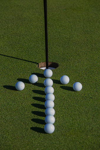 Putting - Golf「Golf balls on putting green.」:スマホ壁紙(0)