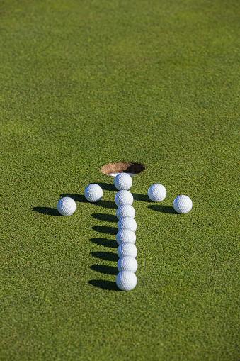 Taking a Shot - Sport「Golf balls on putting green.」:スマホ壁紙(5)