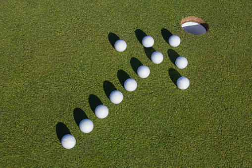 Putting - Golf「Golf balls on putting green.」:スマホ壁紙(7)
