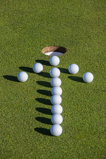 Putting - Golf「Golf balls on putting green.」:スマホ壁紙(8)