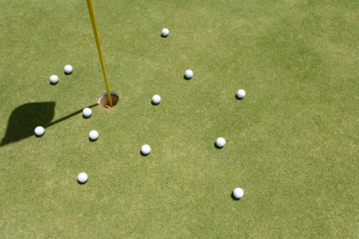 Northern Mariana Islands「Golf Balls and Flagstick on Green」:スマホ壁紙(9)