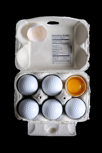 Standing Out From The Crowd「Golf Balls in Egg Carton with Broken One Showing Yolk」:スマホ壁紙(18)
