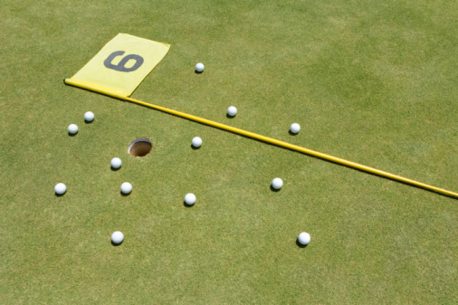 Sixth Hole「Golf Balls and Lying Flagstick on Green」:スマホ壁紙(8)