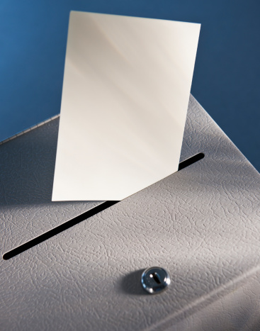 Ballot Box「Ballot box and blank paper, studio shot」:スマホ壁紙(17)