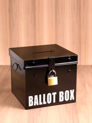Ballot Box「ballot box on wooden background」:スマホ壁紙(9)