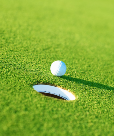 Putting - Golf「Golf ball with hole on green」:スマホ壁紙(2)