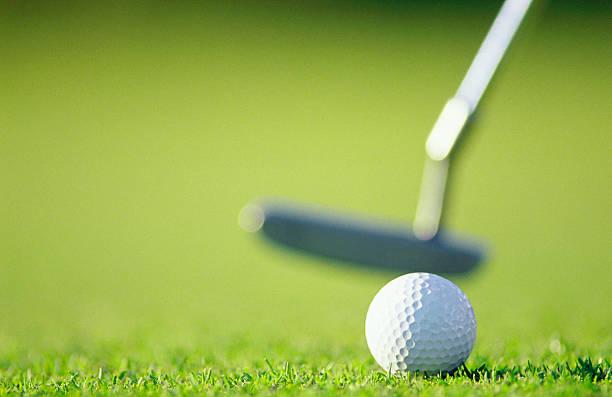 Golf ball with putter:スマホ壁紙(壁紙.com)