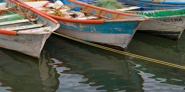 Sayulita「Rowboats with peeling paint tied to the shore with rope; sayulita mexico」:スマホ壁紙(3)