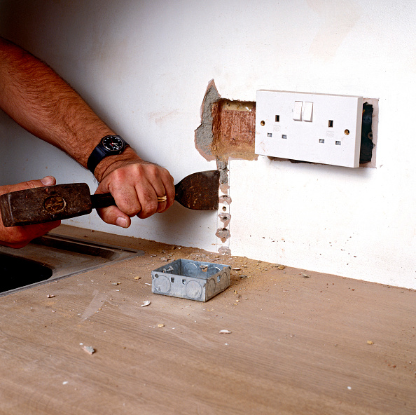 Hiding「A new plug socket chased into a wall」:写真・画像(2)[壁紙.com]