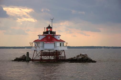 Chesapeake Bay「Thomas point lighthouse under dramatic sky closeup」:スマホ壁紙(8)