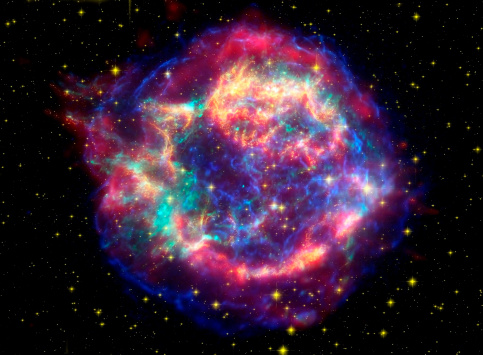 Supernova「This false-color picture shows off the many sides of the supernova remnant Cassiopeia A, which is made up of images taken by three observatories, using three different wavebands of light.」:スマホ壁紙(12)