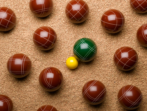 Boule「Large balls on gravel with one small yellow ball in centre, overhead view」:スマホ壁紙(13)
