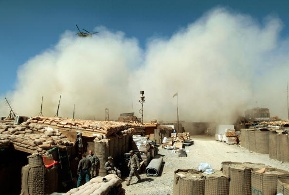 Dust「US Army Works in Mountain Bases in Afghanistan」:写真・画像(12)[壁紙.com]