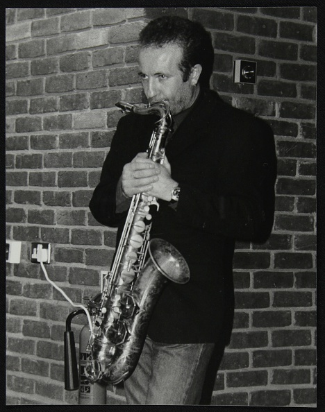 Brick Wall「Italian saxophonist Renato D'Aiello at The Fairway, Welwyn Garden City, Hertfordshire, 1999. Artist: Denis Williams」:写真・画像(6)[壁紙.com]