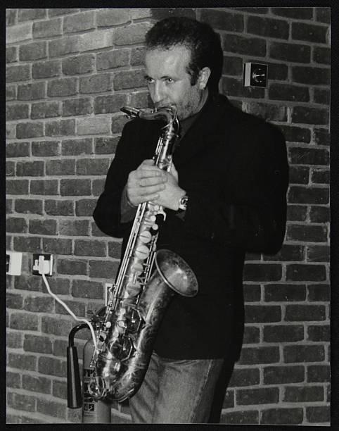 Italian saxophonist Renato D'Aiello at The Fairway, Welwyn Garden City, Hertfordshire, 1999. Artist: Denis Williams:ニュース(壁紙.com)