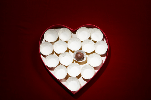 Heart Shape「Chocolate bon-bon and empty wrappers in heart shaped box」:スマホ壁紙(6)