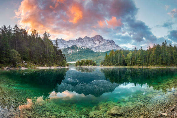 Mountain peak Zugspitze Summer day at lake Eibsee near Garmisch Partenkirchen. Bavaria, Germany:スマホ壁紙(壁紙.com)