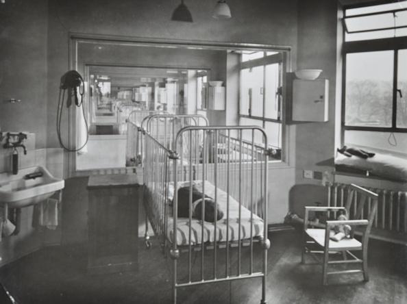 Remote Location「Children'S Isolation Wards, Brook General Hospital, London, 1948.  .」:写真・画像(18)[壁紙.com]