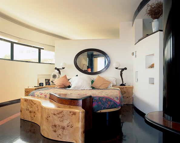 Bedding「View of a double bed in an eclectic bedroom」:写真・画像(16)[壁紙.com]