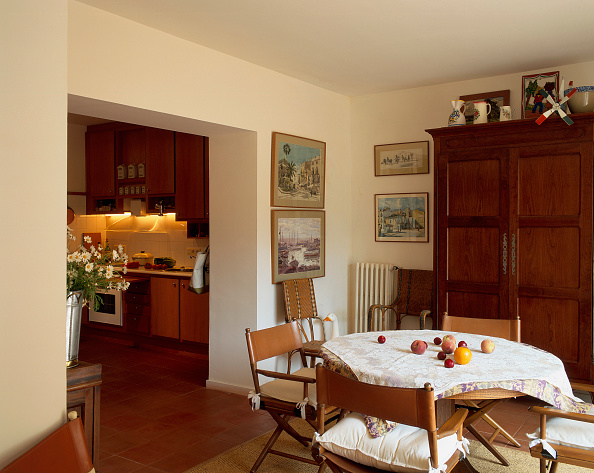 Dining Room「View of a dining room attached to a kitchen」:写真・画像(12)[壁紙.com]