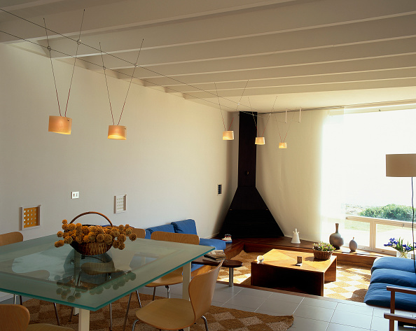 Cozy「View of a dining room overlooking a living room」:写真・画像(2)[壁紙.com]