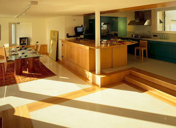 Dining Room「View of a dining room with an adjoined kitchen」:写真・画像(2)[壁紙.com]