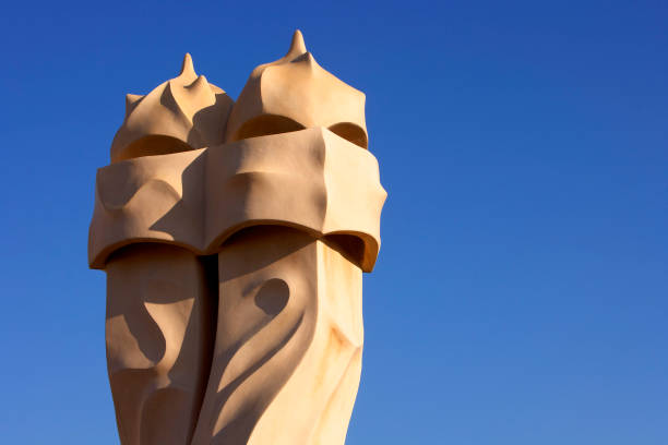 View of a detail of the exterior of Casa Mila:ニュース(壁紙.com)